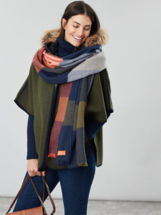 joules_dames_sjaals_Berkley_oversized_check_scarf_torso_1_bl