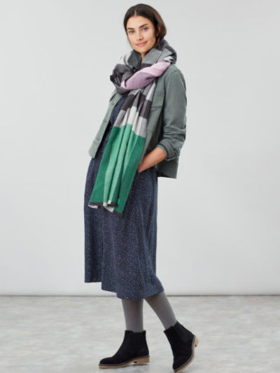 joules_dames_sjaals_Berkley_oversized_check_scarf_torso_1_roze